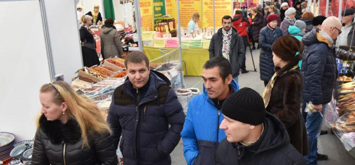 Деликатесы от производителей со всей страны: в Чебоксарах открылась Всероссийская ярмарка натуральной продукции